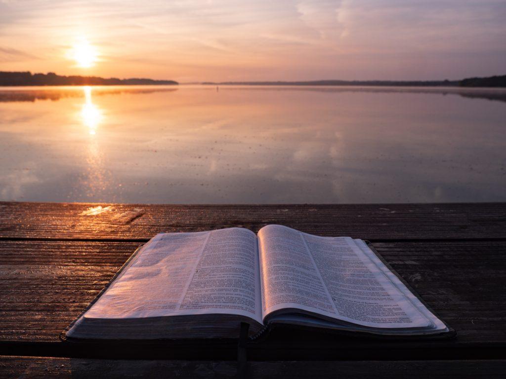 Kutsal Kitaplar Nedir? Ne Öğretir?